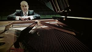 Daniel Hill (piano)