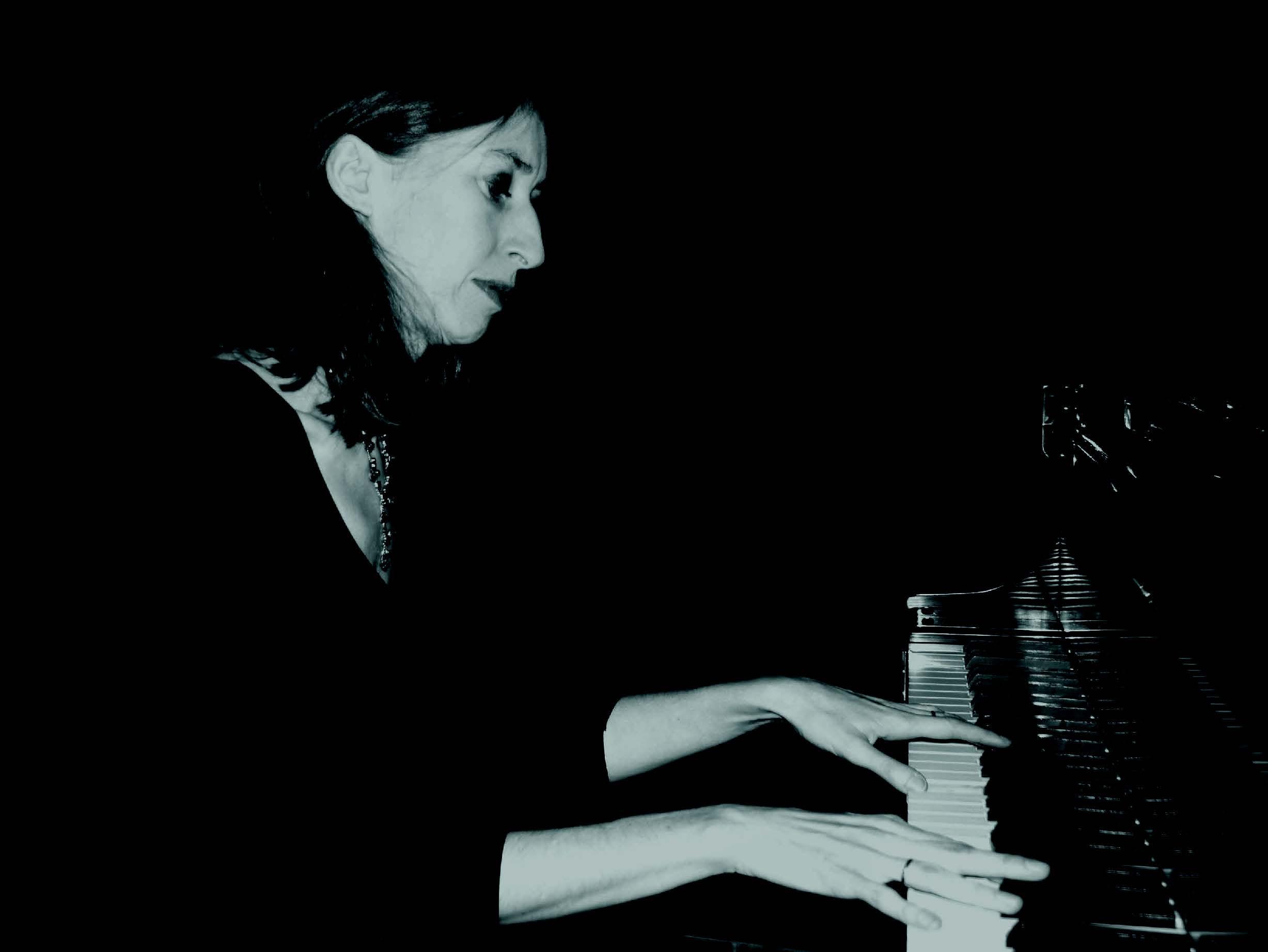 Stella Pendrous (piano)